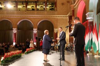 Bereczki Sándorné arany érdemkereszt kitüntetése